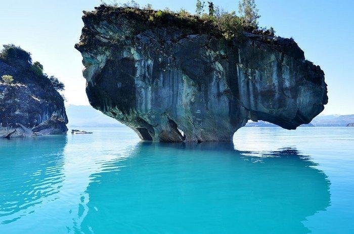 10. Пещеры на на 94% состоят из карбоната кальция, а предполагаемый вес мрамора в них составляет 5000 миллионов тонн. Это живописное место является одним из наиболее посещаемых в Патагонии.