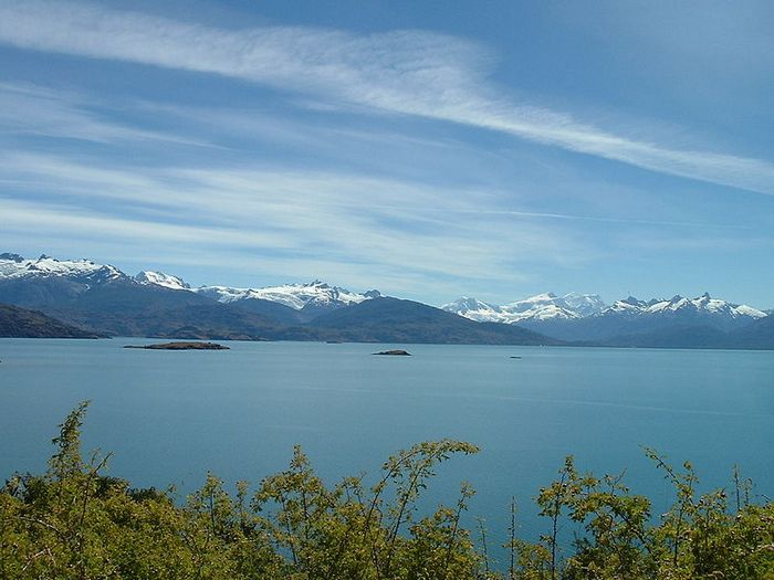3. Буэнос-Айрес занимает 11 место среди самых глубоких озер в мире. Максимальная глубина озера Буэнос-Айрес составляет 586 метров. Большая часть озера находятся в чилийском регионе Айсен (Region de Aysen), и 880 км2 принадлежат аргентинской провинции Санта-Крус.