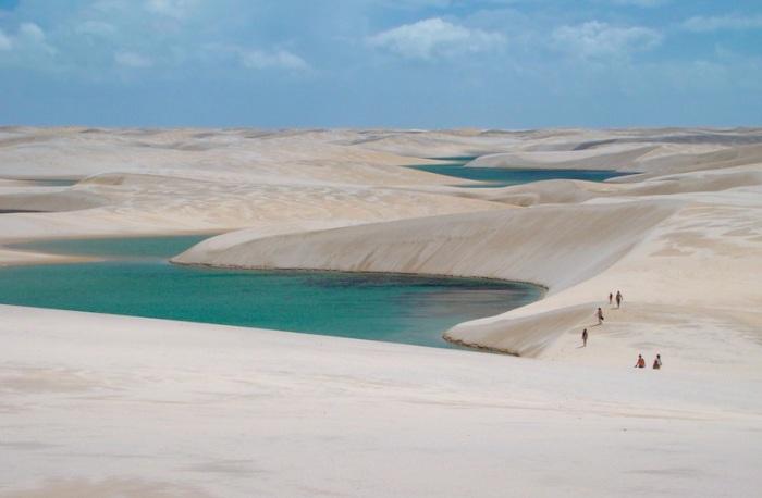 Это один из самых необычных парков Бразилии, территория которого покрыта большими песчаными дюнами белого цвета, высота которых равна сорока метрам.