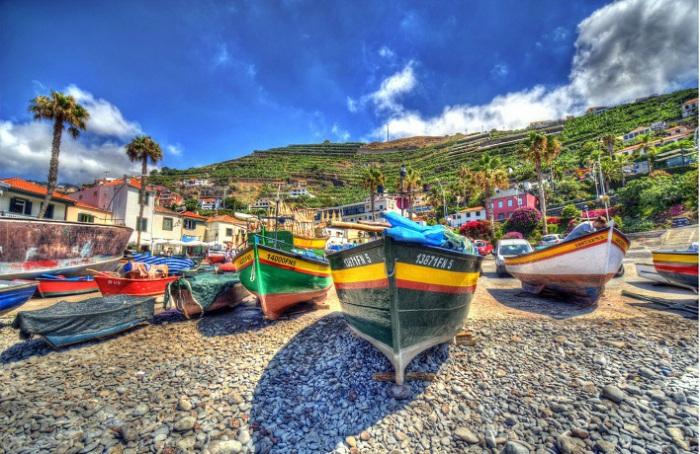 Фуншал расположен на южном берегу Мадейры, это крупный торговый порт и известный пляжный курорт, который пользуется популярностью у туристов из самых разных стран. Фотограф - Ангелина Фарафонова.