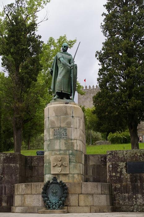 История Португалии, как и история Лиссабона, немыслима без первого португальского короля и освободителя, личность которого глубоко чтят и уважают все португальцы. Фотограф - Татьяна Лискер.