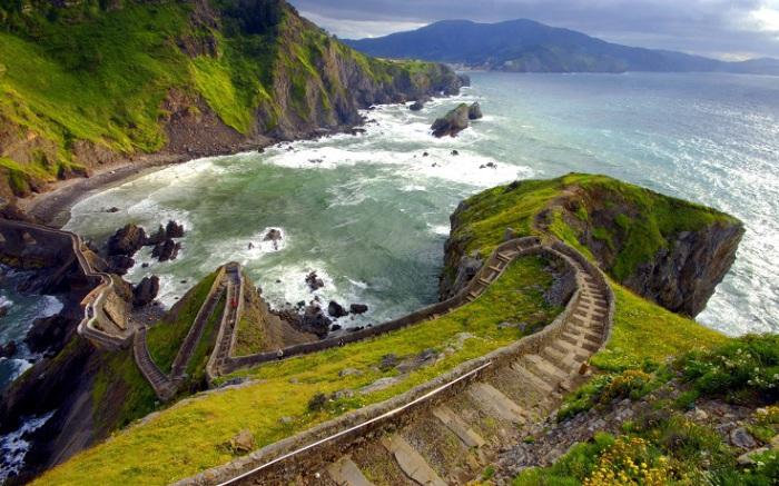 Небольшой остров на юге Азорского архипелага, считается также и самым живописным. Фотограф - Лана Лебедева.
