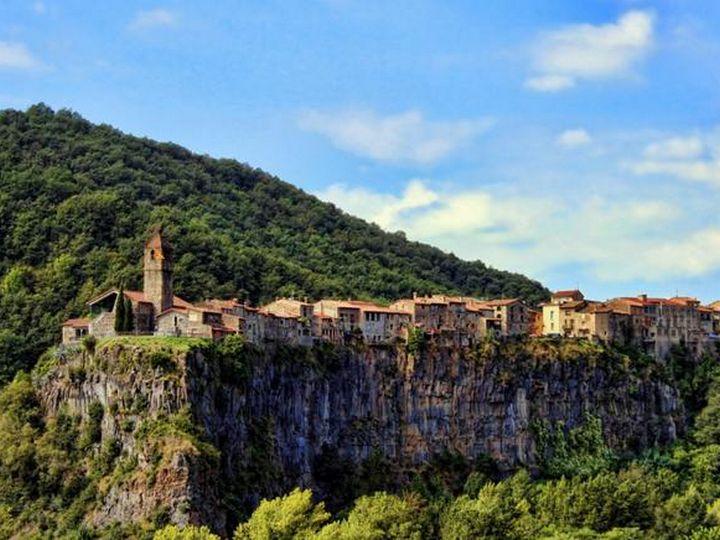 20 деревень словно сошедших со страниц сказочной книги, Кастельфольит-де-ла-Рока, Испания