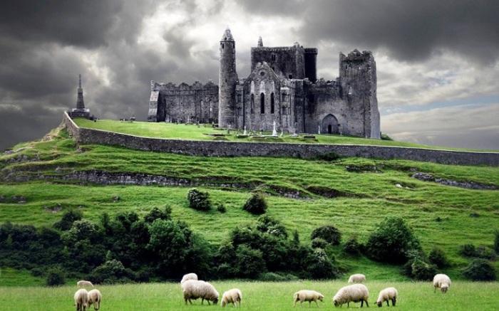 Древняя резиденция королей Ирландии в течение нескольких сотен лет до норманнского вторжения.