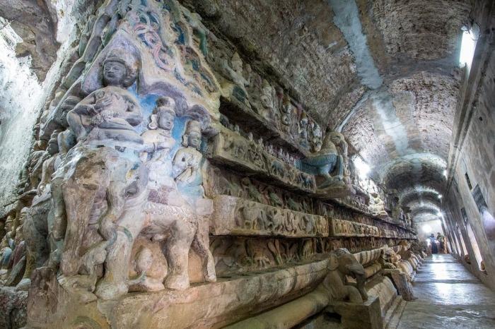 Скульптурные композиции в коридорах храма Мраук-У. | Фото: amusingplanet.com.