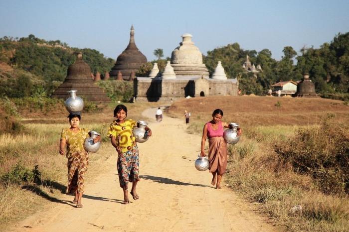 Бирманцы, живущие в Мраук-У. | Фото: amusingplanet.com.