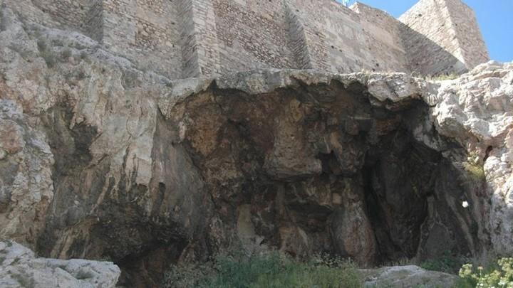 Пещера Аглаврос, Акрополь